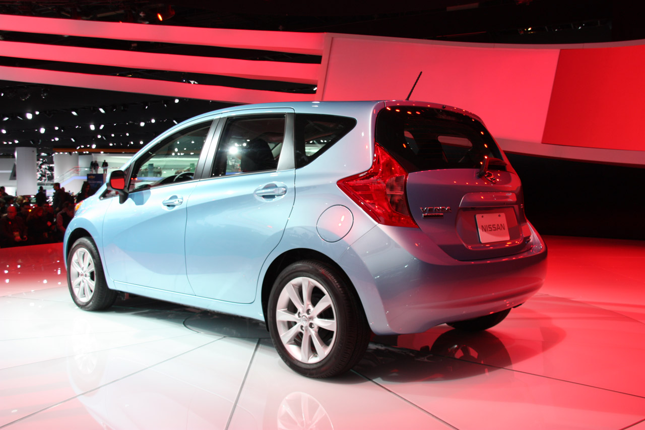 2014 nissan versa note pushes the little hatchback forward. Black Bedroom Furniture Sets. Home Design Ideas