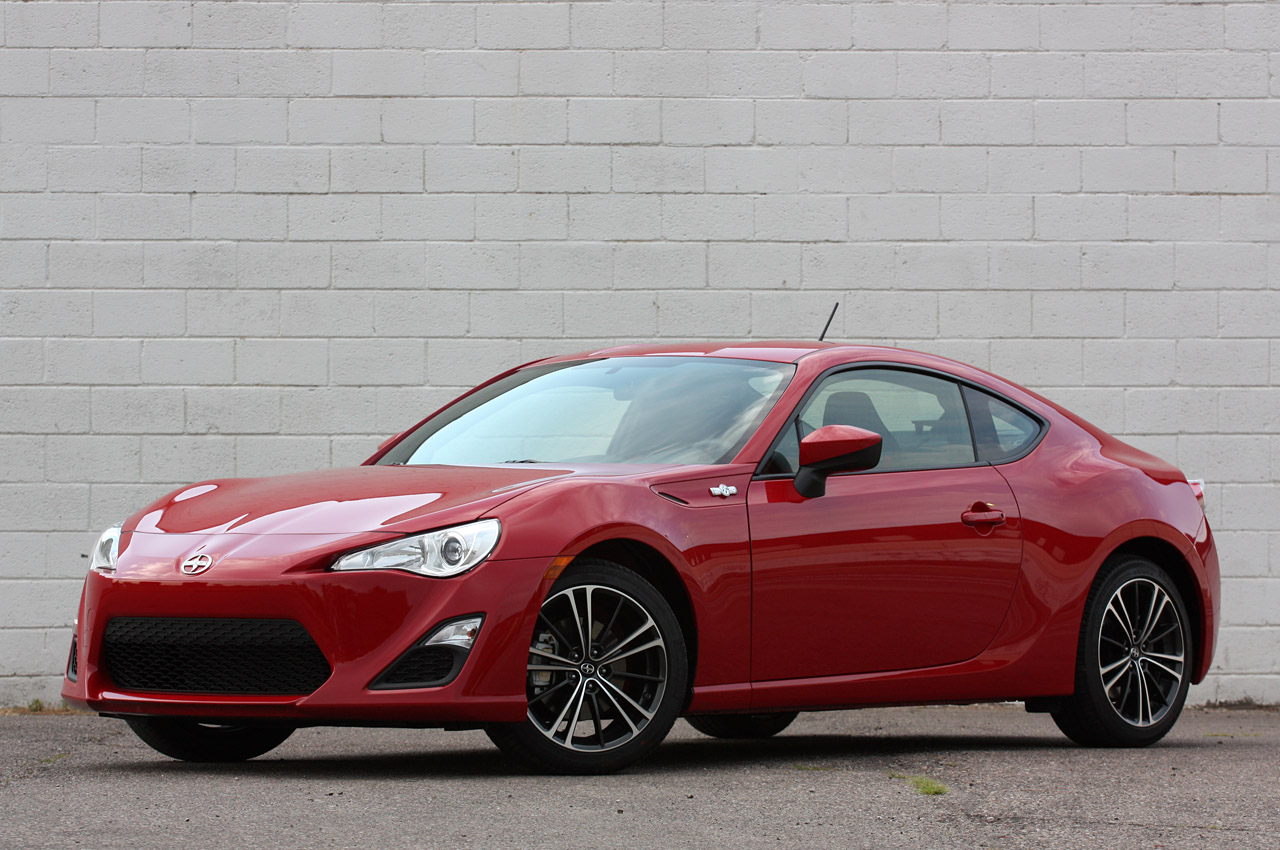 2013 scion fr s review autoblog. Black Bedroom Furniture Sets. Home Design Ideas