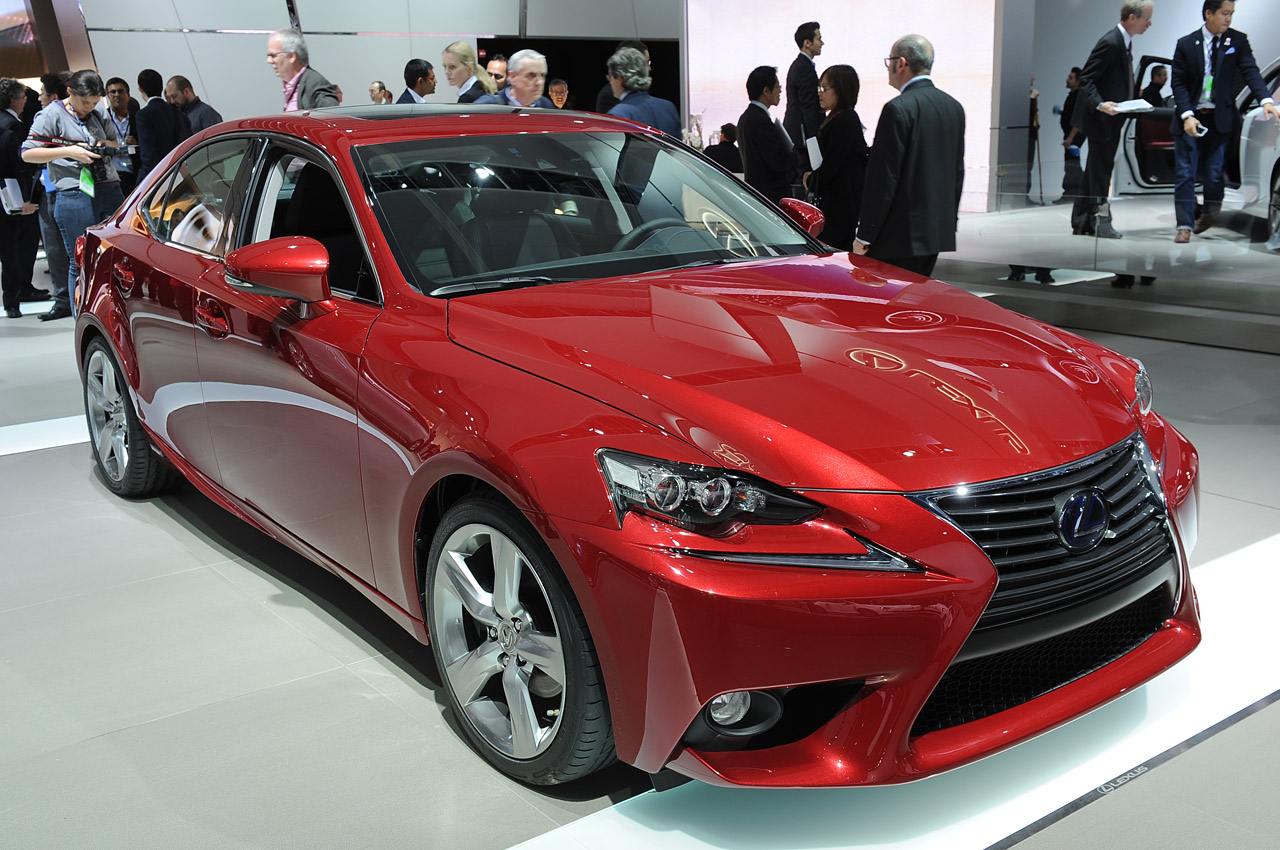 lexus is 300h teases american audience in detroit autoblog. Black Bedroom Furniture Sets. Home Design Ideas