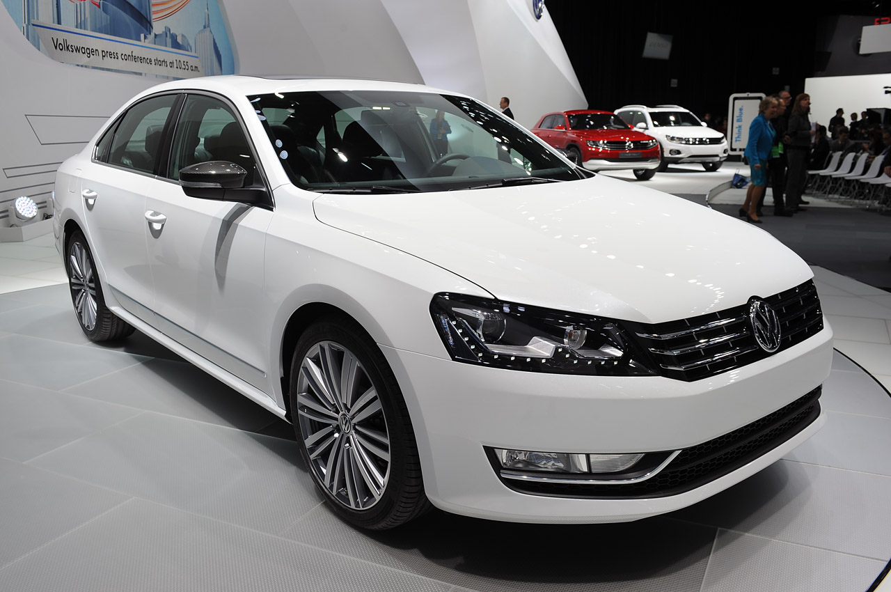 volkswagen shows off performance ish passat concept autoblog. Black Bedroom Furniture Sets. Home Design Ideas