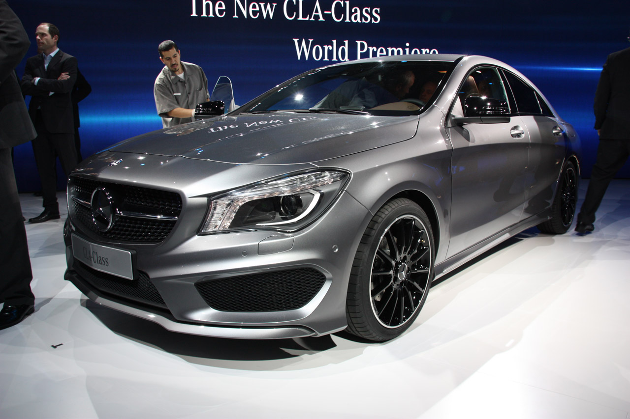 2014 mercedes benz cla class detroit 2013 photo gallery autoblog. Black Bedroom Furniture Sets. Home Design Ideas