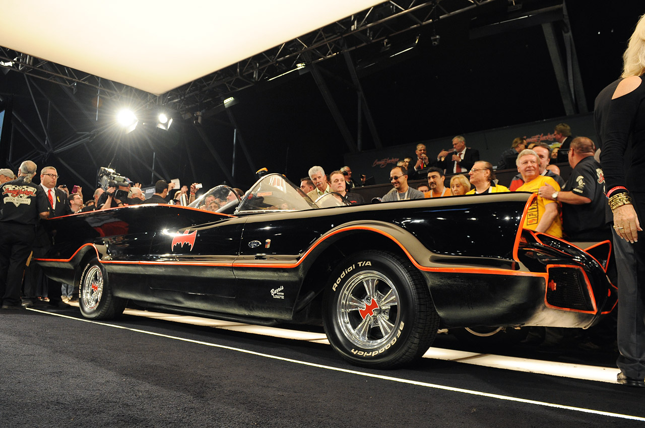 original 1966 batmobile sells for an amazing 4 620 000 at barrett jackson update w video. Black Bedroom Furniture Sets. Home Design Ideas