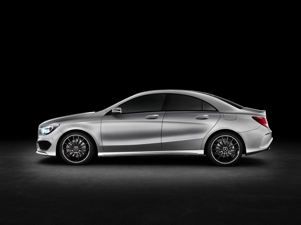 2014 mercedes benz cla250 photo gallery autoblog for Mercedes benz cla 250 specs