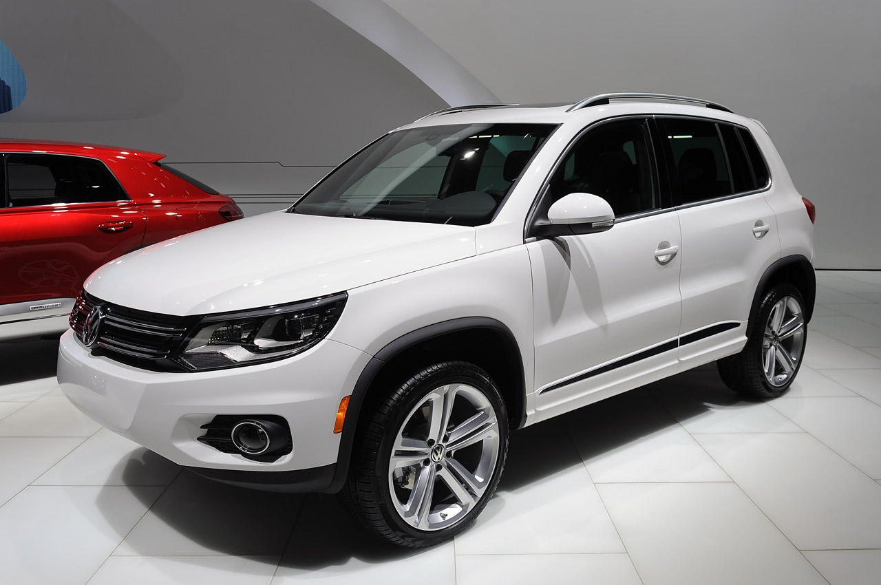 volkswagen tiguan and touareg take the r line autoblog. Black Bedroom Furniture Sets. Home Design Ideas