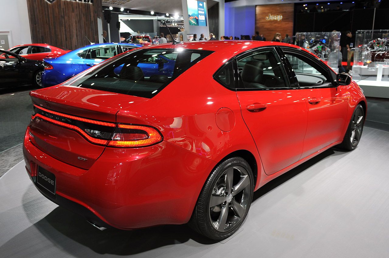 2013 dodge dart gt offers subtle menace in compact form. Black Bedroom Furniture Sets. Home Design Ideas