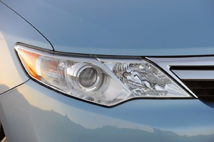 2013 Toyota Camry Hybrid headlight