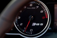 2014 Audi RS5 Cabriolet tachometer