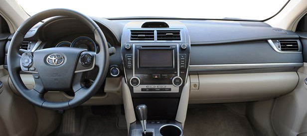 2013 Toyota Camry Hybrid interior