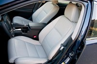2013 Lexus ES 350 front seats