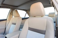 2013 Toyota Camry Hybrid front seats
