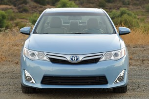 2013 Toyota Camry Hybrid front view