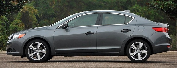 2013 Acura ILX side view