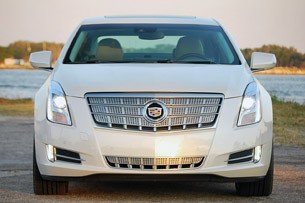 2013 Cadillac XTS front view