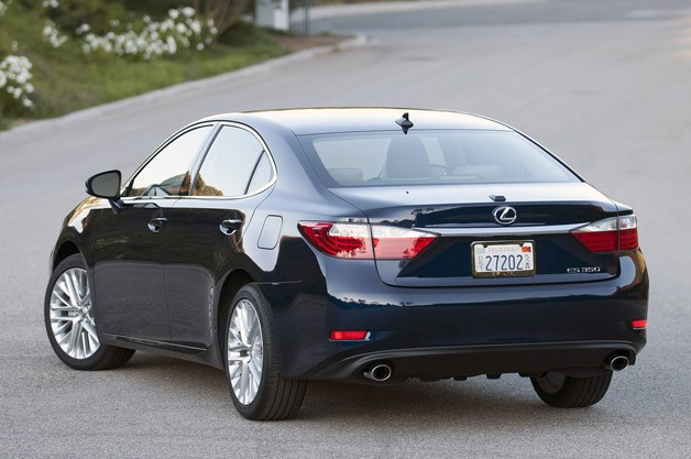 2013 Lexus ES 350 rear 3/4 view