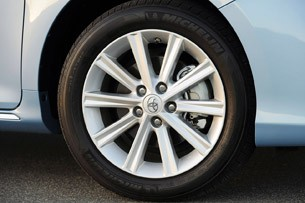 2013 Toyota Camry Hybrid wheel
