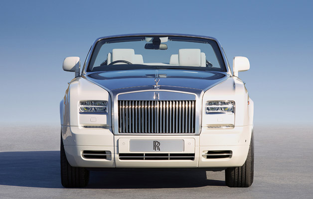Rolls-Royce Phantom Drophead Coupe - dead-on front view