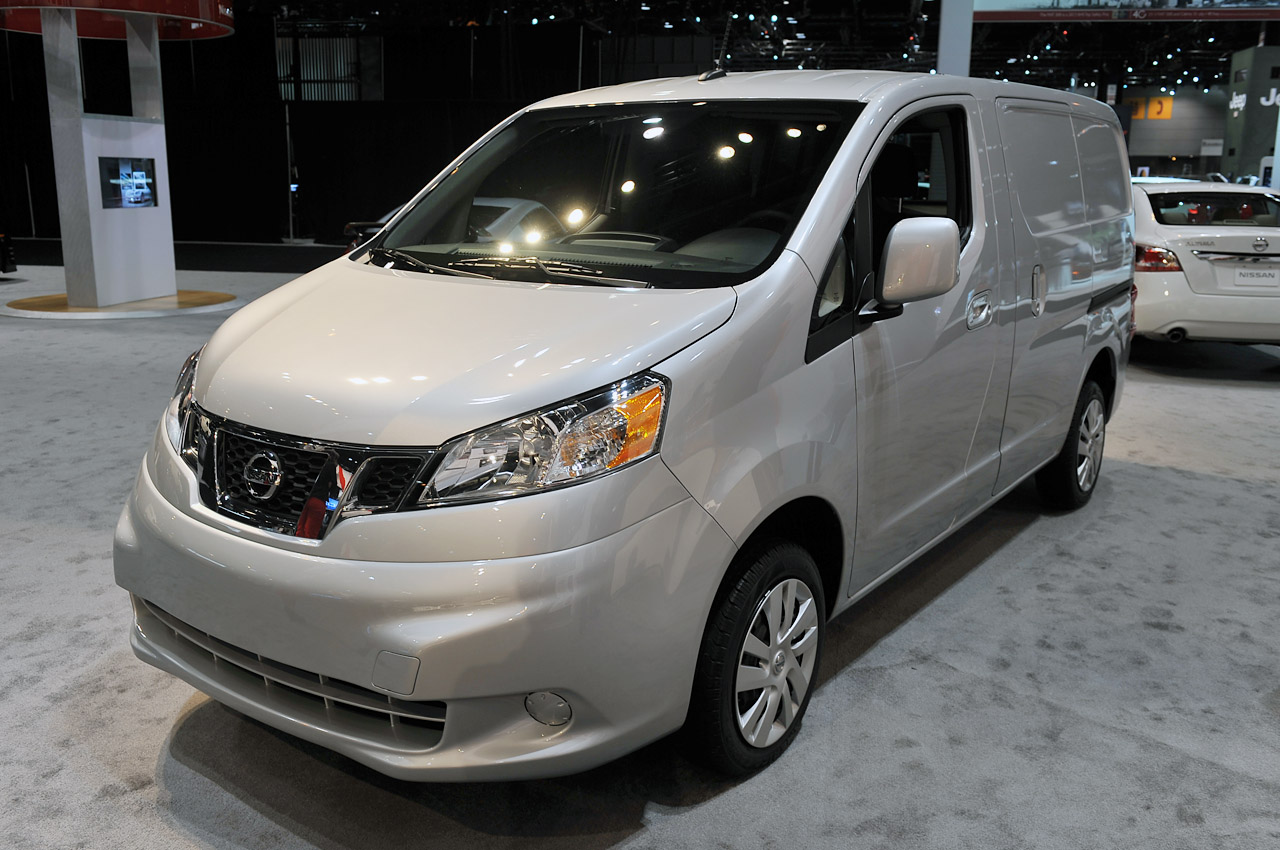 Nissan Certified Pre Owned >> 2013 Nissan NV200 hauls itself into McCormick Place - Autoblog