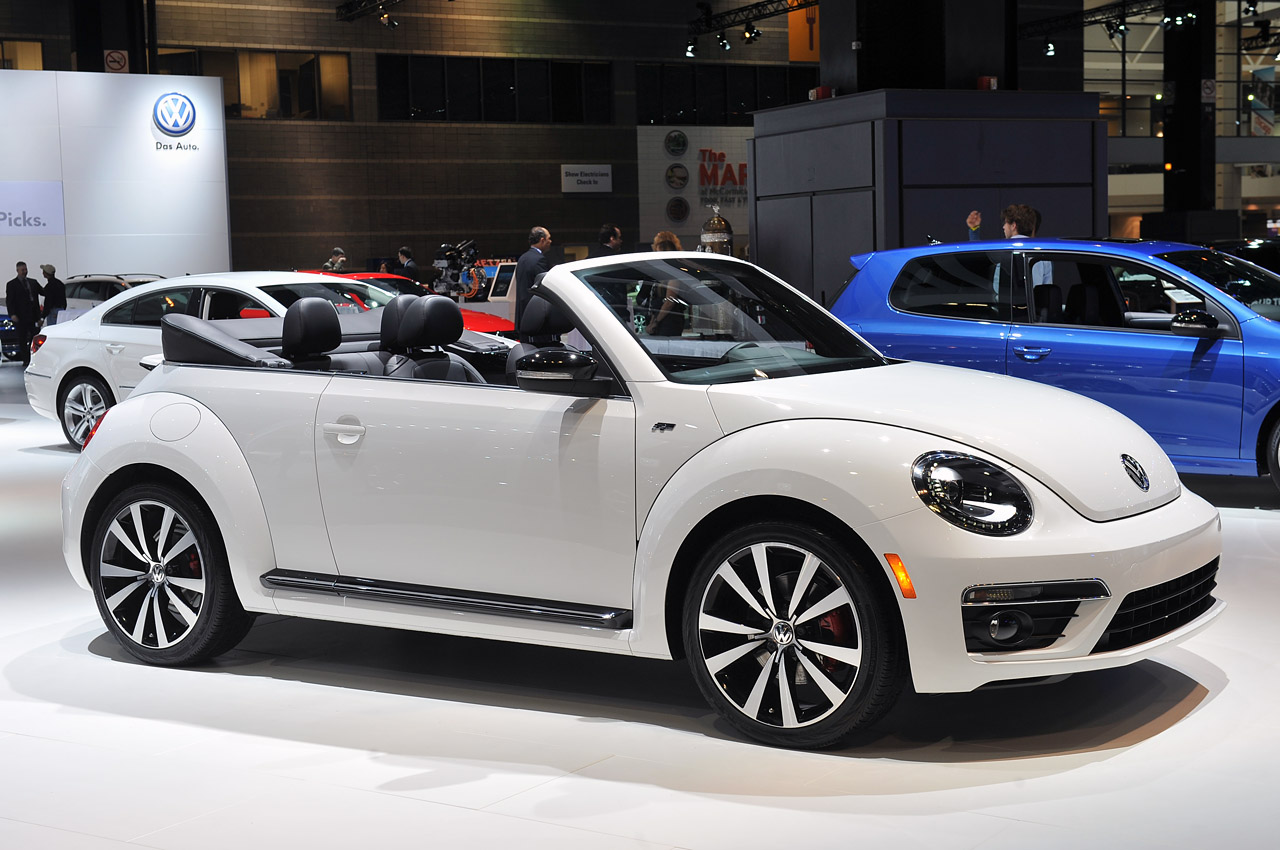 2014 volkswagen beetle convertible gets the r line. Black Bedroom Furniture Sets. Home Design Ideas