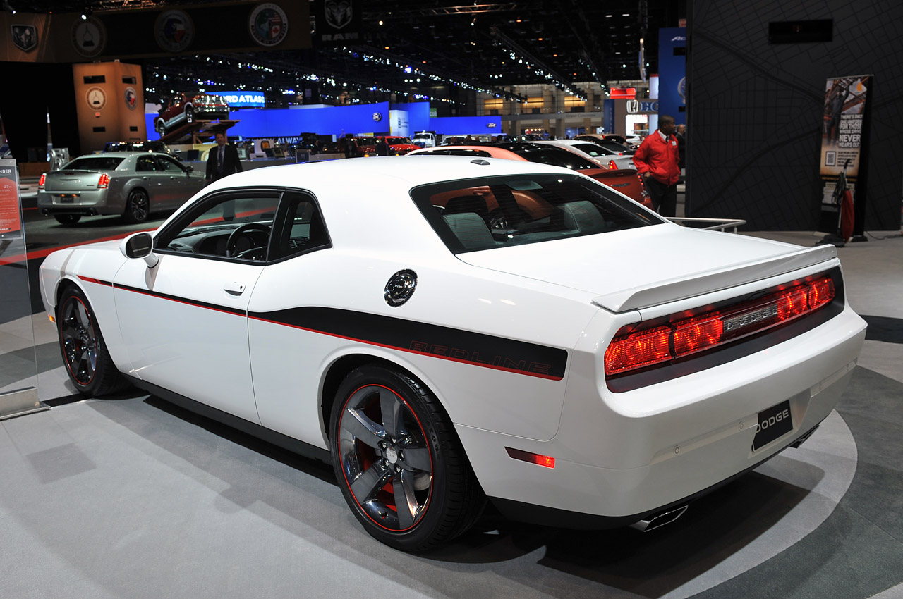 2013 dodge challenger r t hits the redline autoblog. Black Bedroom Furniture Sets. Home Design Ideas