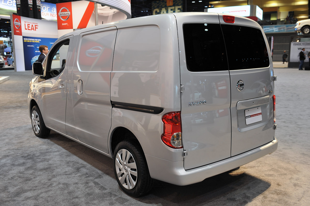 2013 nissan nv200 hauls itself into mccormick place autoblog. Black Bedroom Furniture Sets. Home Design Ideas