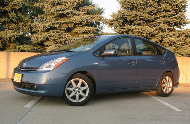 2007 Toyota Prius - front three-quarter view, blue