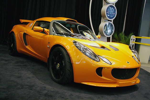 Lotus Elise, Exige removed over oil line glow risk