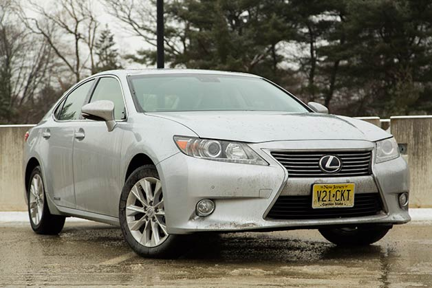 Silver 2013 Lexus ES300h covered in winter schmutz
