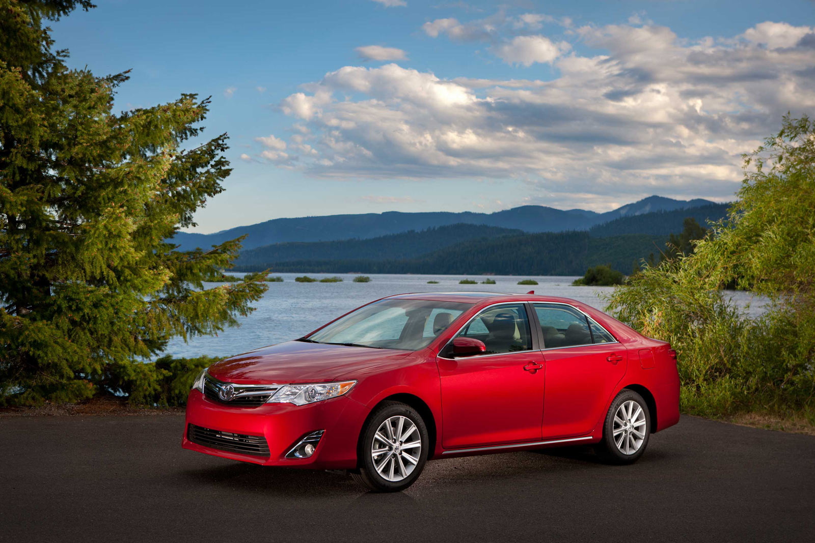 toyota camry lineup gets interior and tech updates one. Black Bedroom Furniture Sets. Home Design Ideas