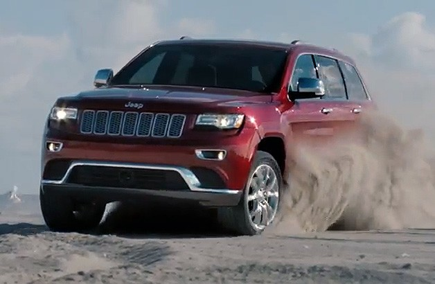 2014 Jeep Grand Cherokee in sand dunes - commercial screencap
