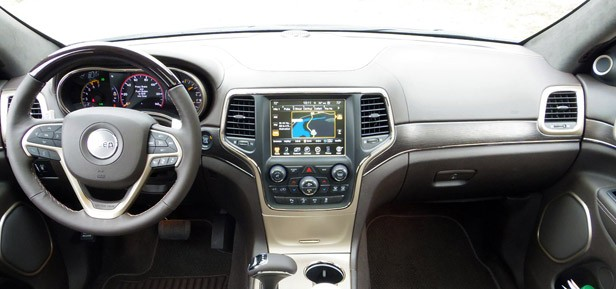 2014 Jeep Grand Cherokee EcoDiesel interior