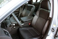 2014 Acura RLX front seats