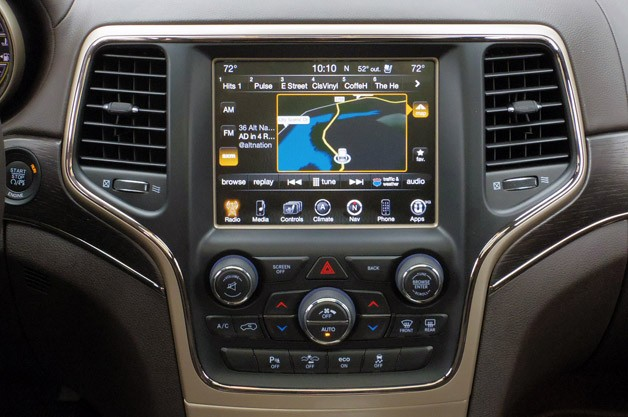 2014 Jeep Grand Cherokee EcoDiesel instrument panel