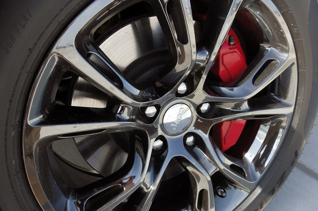 2014 Jeep Grand Cherokee SRT wheel