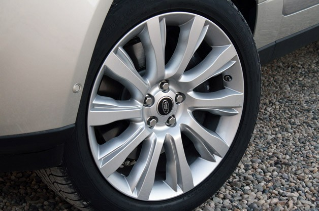 2013 Land Rover Range Rover wheel