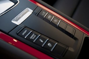 2014 Porsche Cayman S center console