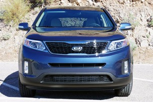 2014 Kia Sorento front view