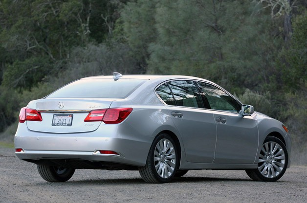 2014 Acura RLX rear 3/4 view