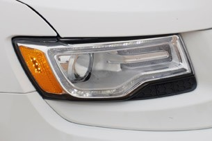 2014 Jeep Grand Cherokee EcoDiesel headlight