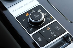 2013 Land Rover Range Rover driving mode controls