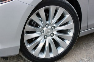 2014 Acura RLX wheel