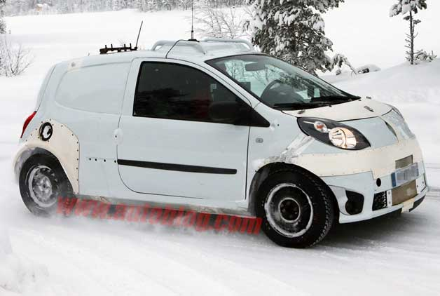 Next-gen Smart ForFour spy shot during cold-weather testing