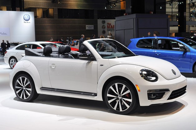 2014 Volkswagen Beetle Convertible R-Line live at Chicago Auto Show