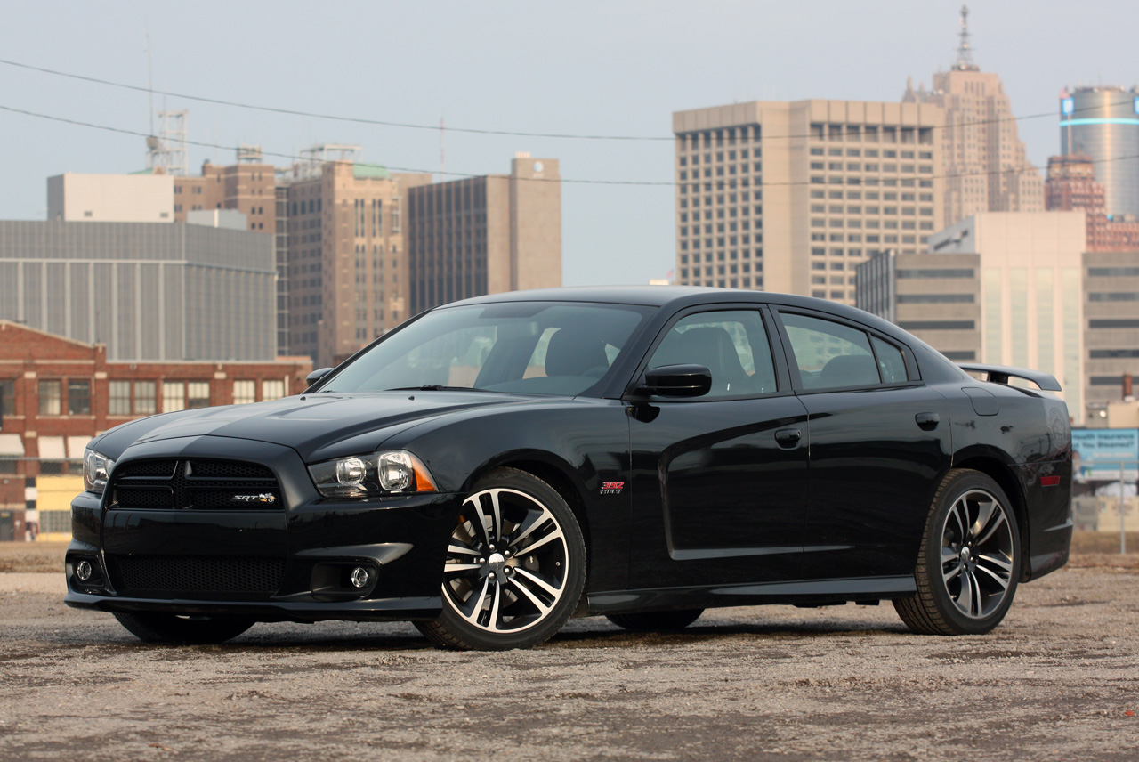 2013 dodge charger srt8 super bee autoblog. Black Bedroom Furniture Sets. Home Design Ideas