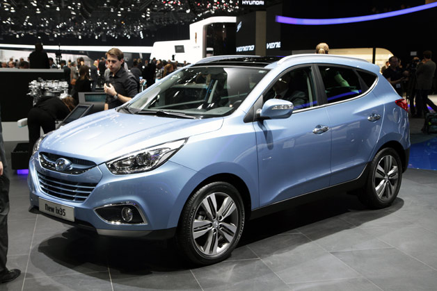 2013 Hyundai ix35 - front three-quarter view - Geneva Motor Show