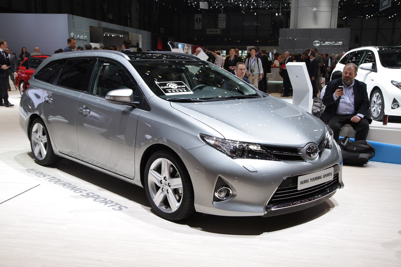 toyota auris touring sports is a handsome prius v. Black Bedroom Furniture Sets. Home Design Ideas