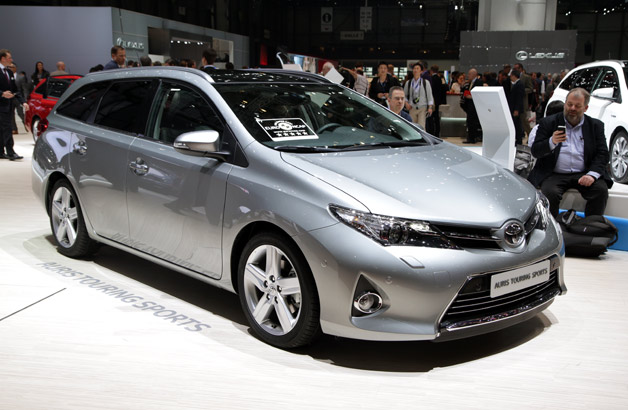 2013 Toyota Auris Touring Sports - live at Geneva Motor Show reveal - front three-quarter view