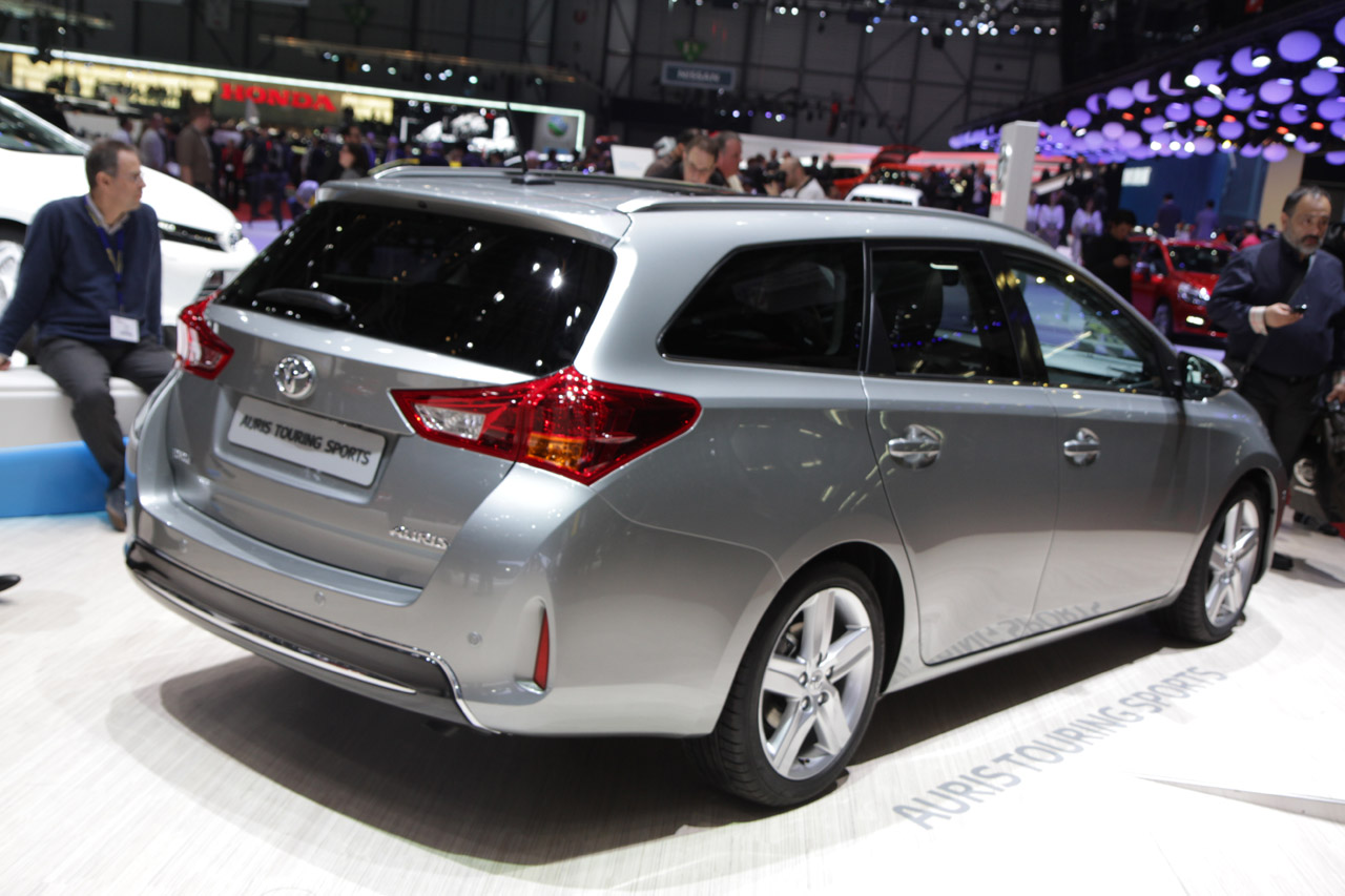2013 toyota auris touring sports geneva 2013 photo gallery autoblog. Black Bedroom Furniture Sets. Home Design Ideas