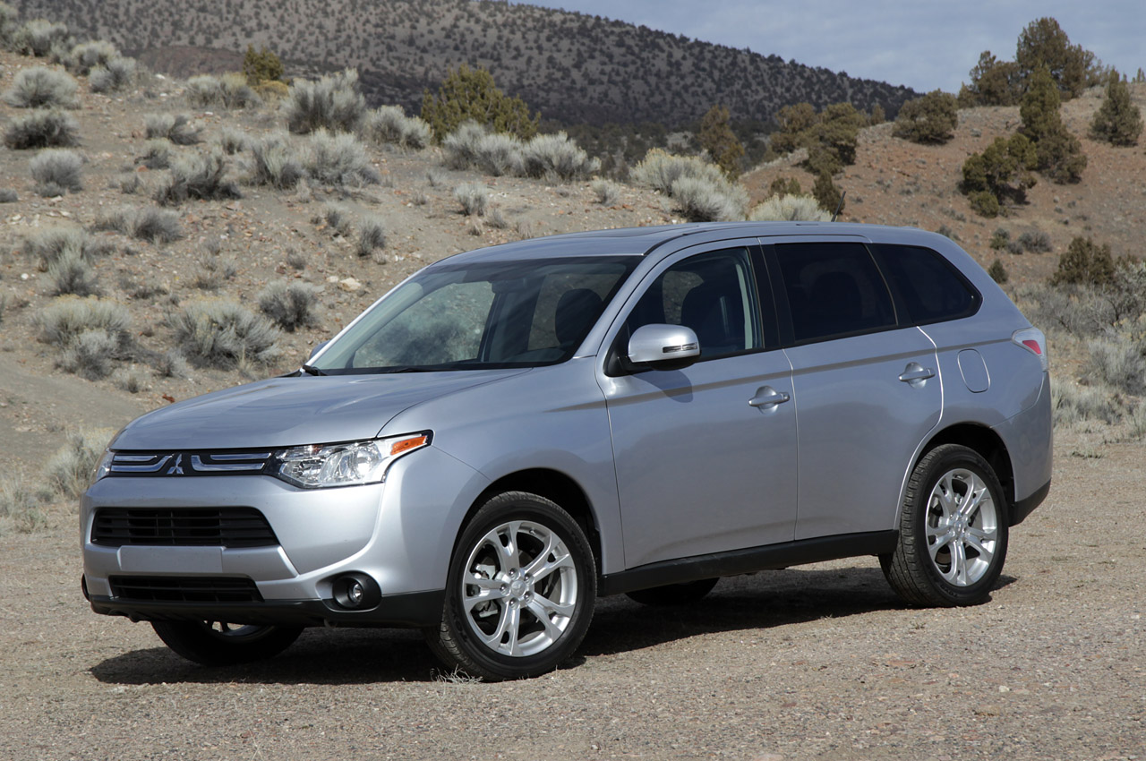 2014 mitsubishi outlander first drive photo gallery autoblog. Black Bedroom Furniture Sets. Home Design Ideas