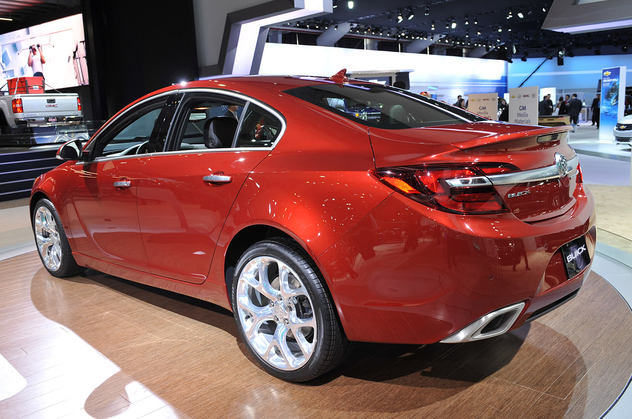 2014 buick regal gets the party rolling in ny autoblog. Black Bedroom Furniture Sets. Home Design Ideas
