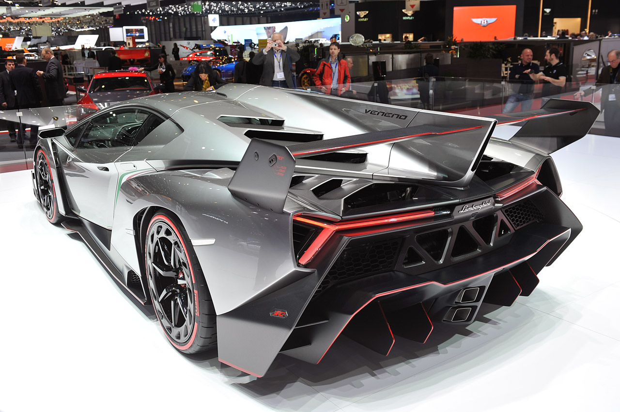 lamborghini veneno in detail geneva 2013 photo gallery autoblog. Black Bedroom Furniture Sets. Home Design Ideas